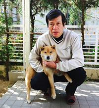自宅庭にて愛犬と(名前はパティ/年齢不詳)