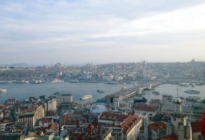 アジア大陸側から見たイスタンブールの旧市街中心部