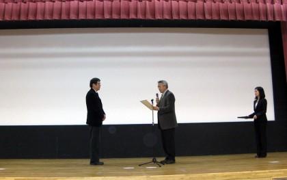 講演後正木北海道矯正歯科学会会長より感謝状の贈呈をして頂いた。