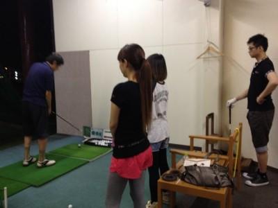 8月8日にみんなで一緒にゴルフの打ちっ放しに行きました